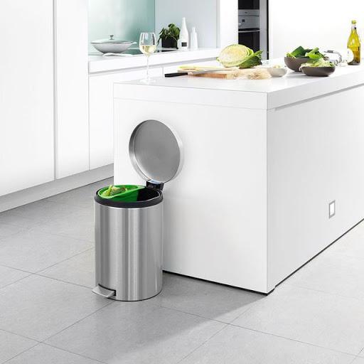 Nghèo đói vì đặt thùng rác không đúng vị trí trong nhà
