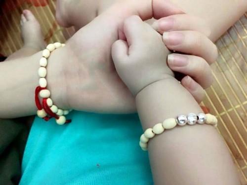 Vòng gỗ dâu tằm có tác dụng trừ tà cho em bé